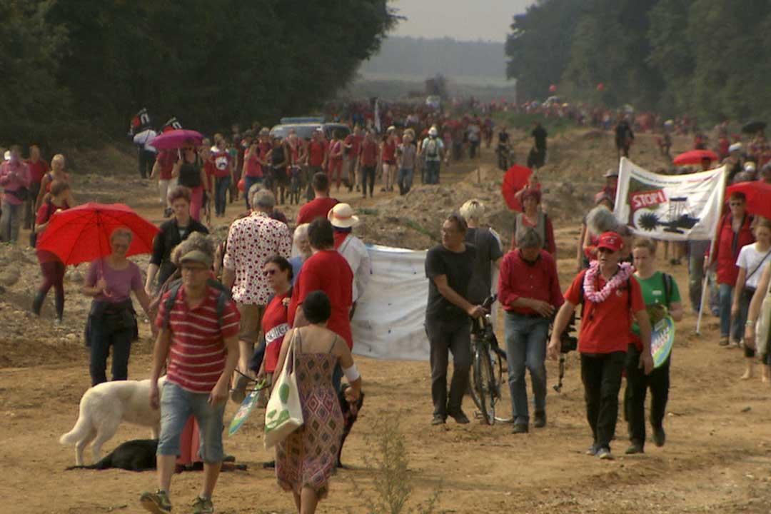 31.05. - 05.06. um 18.00 Uhr: Die rote Linie – Widerstand im Hambacher Forst